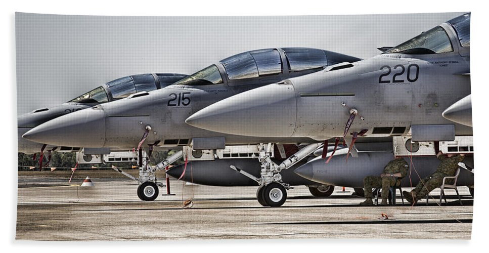 Boeing F/a-18e/f Super Hornets Bath Sheet featuring the photograph Joint Operations Squadron V3 by Douglas Barnard