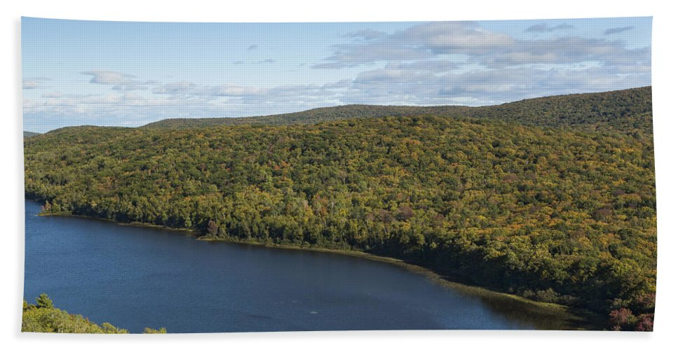 Lake Hand Towel featuring the photograph Lake Of The Clouds 2 by John Brueske