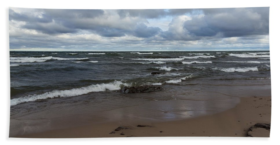 Union Hand Towel featuring the photograph Lake Superior Union Bay 2 by John Brueske