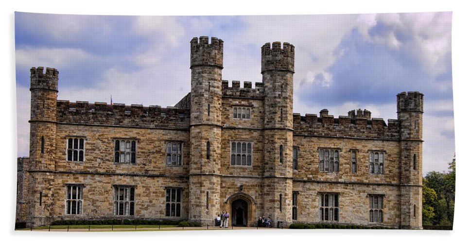 England Hand Towel featuring the photograph Leeds Castle by Jon Berghoff