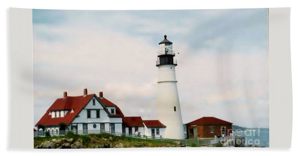 Maine Hand Towel featuring the photograph Lighthouse Maine by Art Dingo