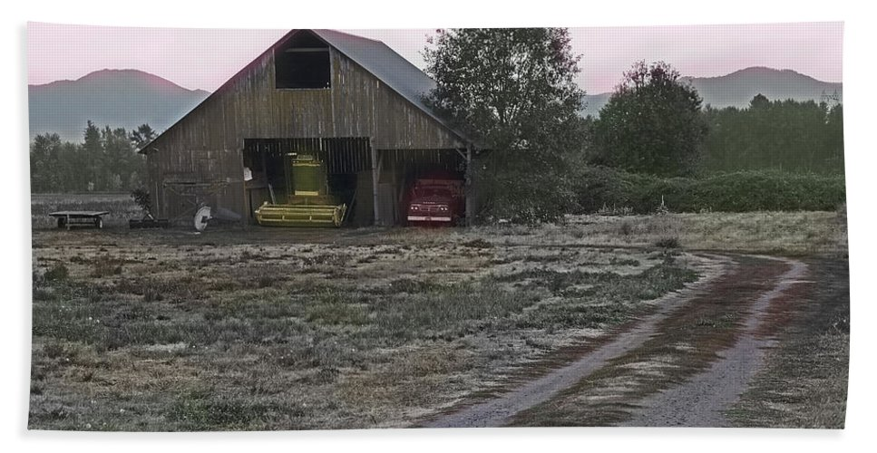 Lightly Colored Hand Towel featuring the photograph Lightly Colored Barn by Mick Anderson