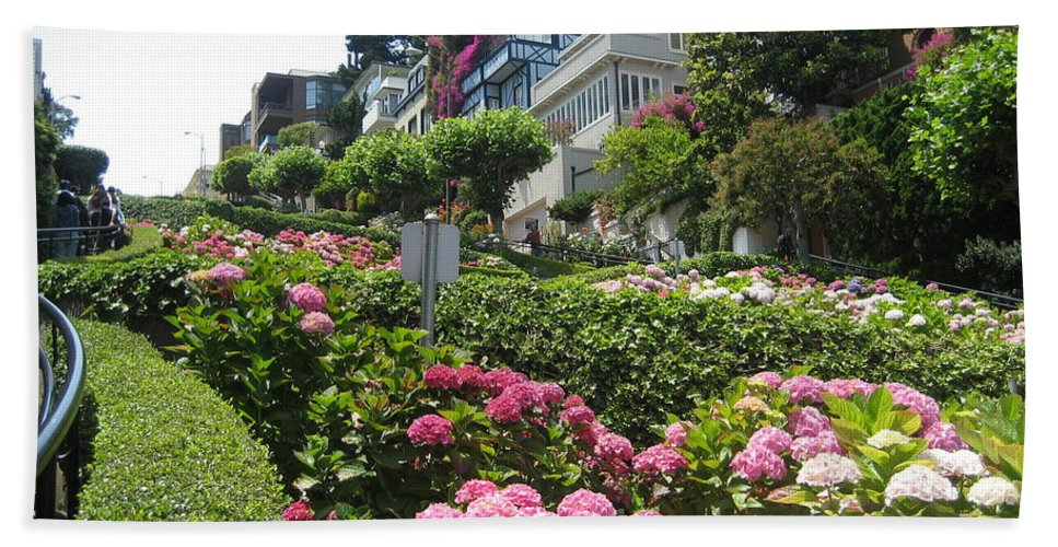 Lombard Street Bath Sheet featuring the photograph Lombard Street by Dany Lison