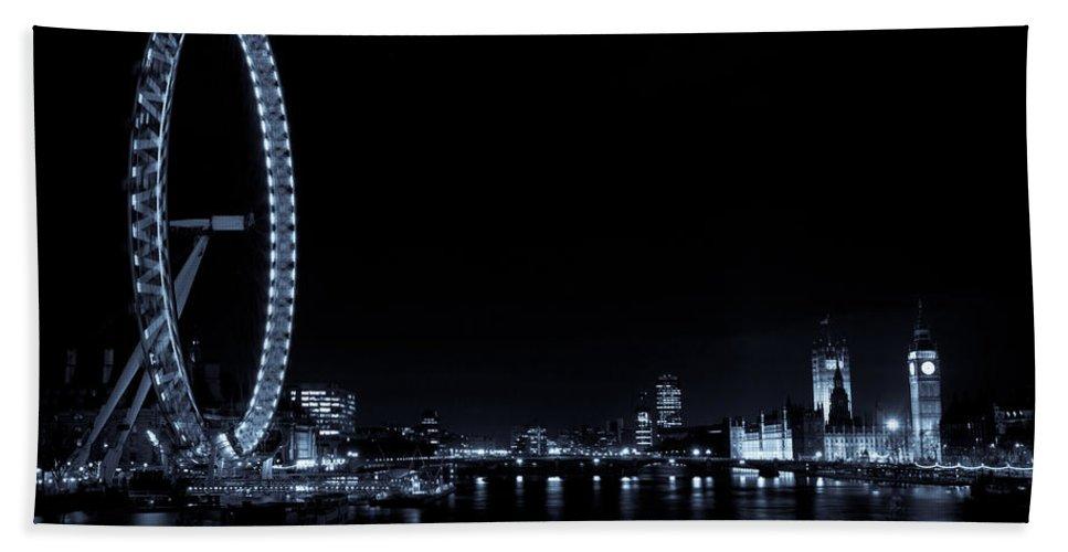 London Bath Sheet featuring the photograph London At Night by David Pyatt