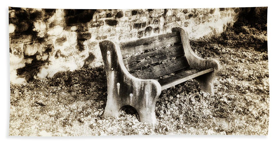 Lonely Park Bench Bath Towel featuring the photograph Lonely Park Bench by Bill Cannon