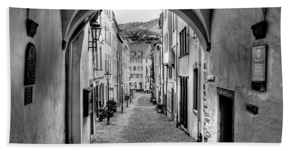 B&w Bath Sheet featuring the photograph Looking Through Graach Gate by Bill Lindsay