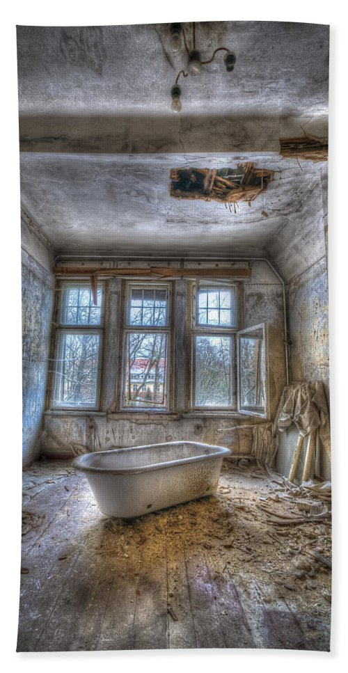 Urbex Room Horror Chairs Window Ancient Hospital Building Casern Bath Sheet featuring the photograph Lunatic Bath Time by Nathan Wright