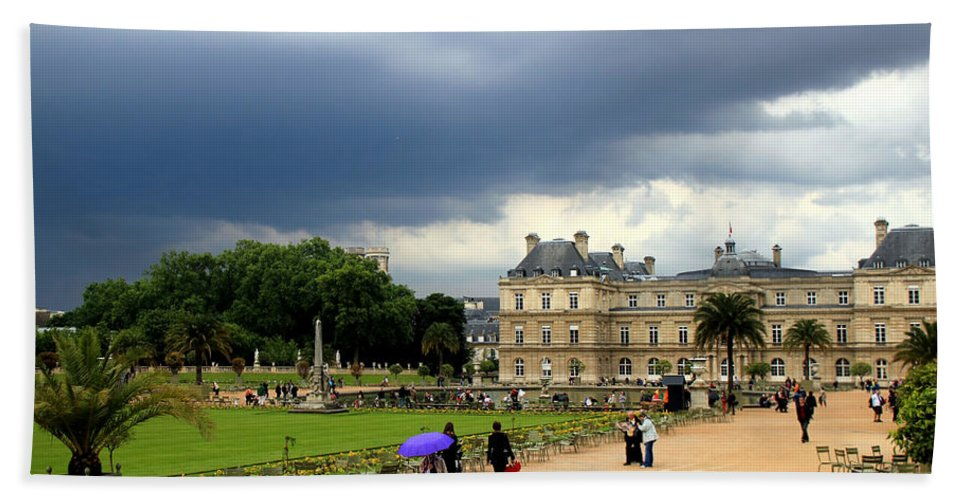Paris Hand Towel featuring the photograph Luxembourg Gardens 2 by Andrew Fare