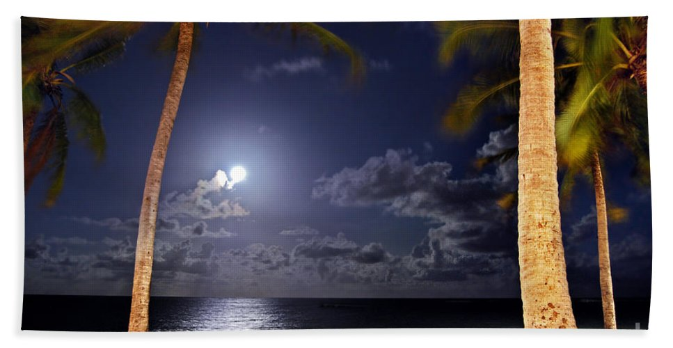 Maceio Hand Towel featuring the photograph Maceio - Brazil - Ponta Verde Beach Under The Moonlit by Carlos Alkmin