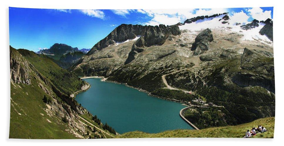 Landscape Bath Sheet featuring the photograph Magic Lake by Celiane Osimo