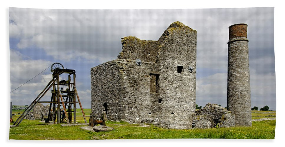 Architecture Bath Sheet featuring the photograph Magpie Mine - Sheldon In Derbyshire by Rod Johnson