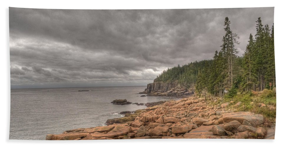 Landscape Hand Towel featuring the photograph Maine Coastline. Acadia National Park by Juli Scalzi