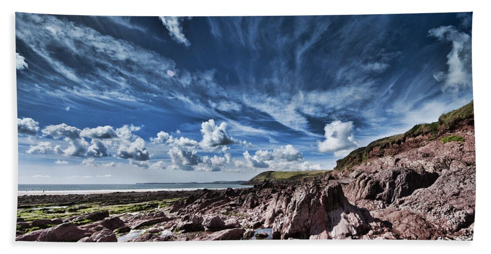 Manorbier Rocks Bath Sheet featuring the photograph Manorbier Rocks Big Sky by Steve Purnell