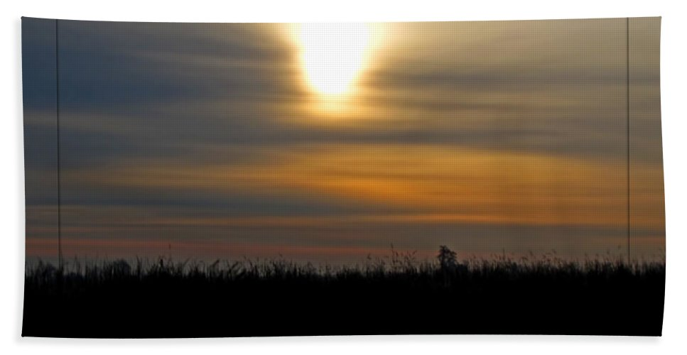 Landscape Bath Sheet featuring the photograph Mild Morning II by Debbie Portwood