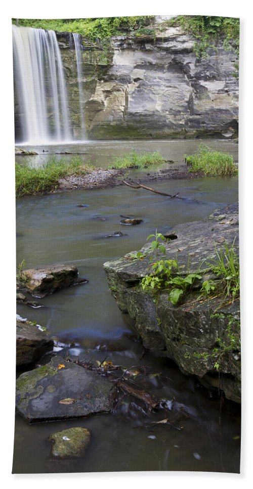Minneopa Bath Sheet featuring the photograph Minneopa Falls 36 by John Brueske