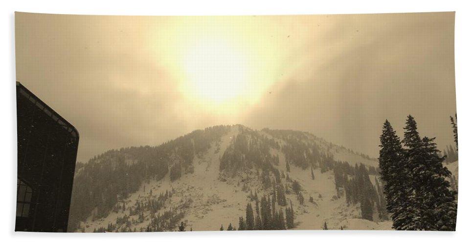 Sunrise Bath Sheet featuring the photograph Morning Light by Michael Cuozzo