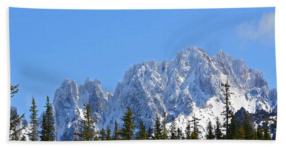 Mountains Hand Towel featuring the photograph Mountain Majesty by Diana Hatcher