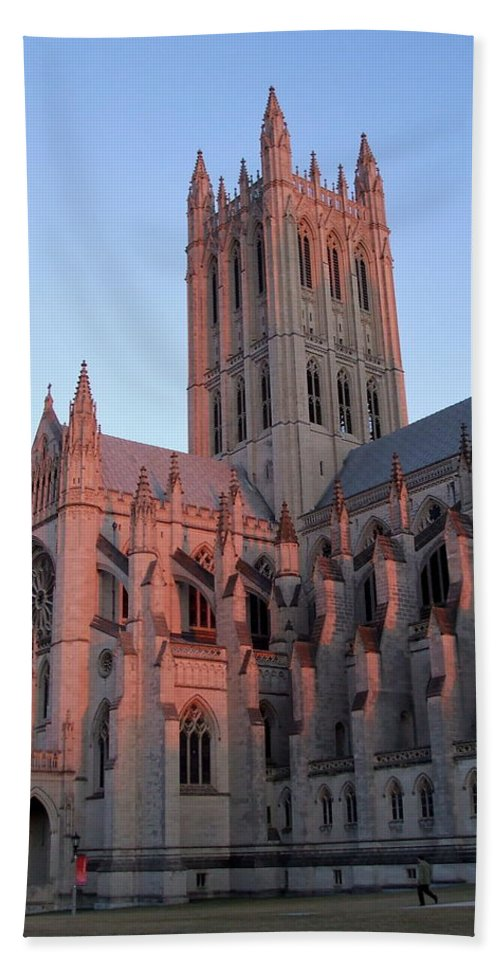 National Cathedral Bath Towel featuring the photograph National Cathedral At Sunset by Susan Wyman