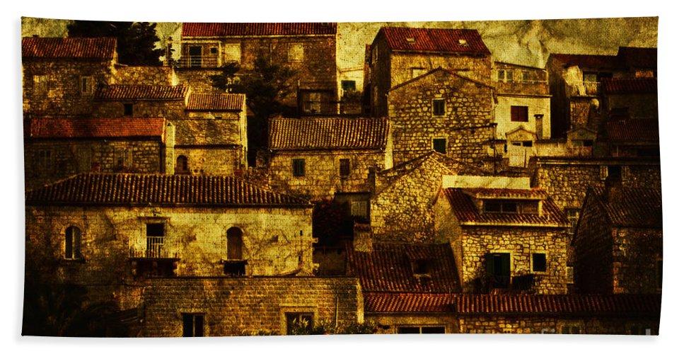 House Bath Sheet featuring the photograph Neighbourhood by Andrew Paranavitana