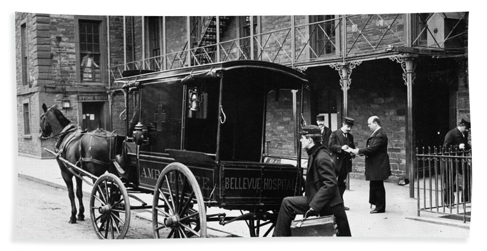 1895 Bath Sheet featuring the photograph New York: Ambulance, 1895 by Granger
