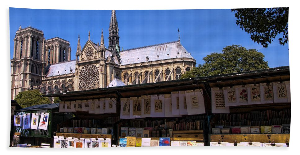Notre Dame Cathedral Bath Sheet featuring the photograph Newstand Next To Notre Dame by Jon Berghoff
