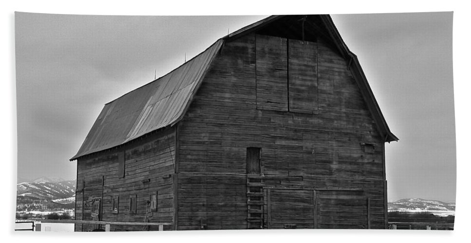 Barn Hand Towel featuring the photograph Noble Barn by Eric Tressler