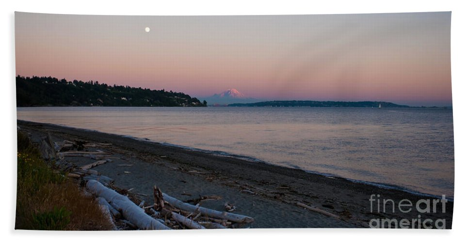 Rainier Hand Towel featuring the photograph Northwest Evening by Mike Reid