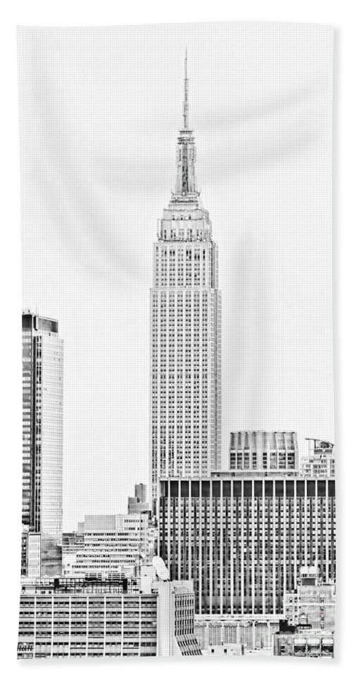 New York Skyline Bath Sheet featuring the photograph Ny Skyline - Black And White by Regina Geoghan