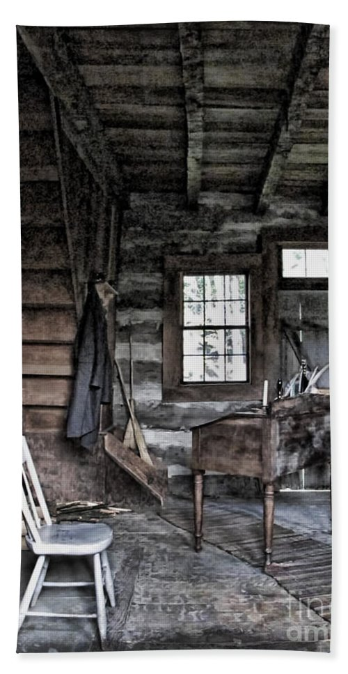 Log Cabin Hand Towel featuring the photograph Ohio Cabin by Joan Minchak