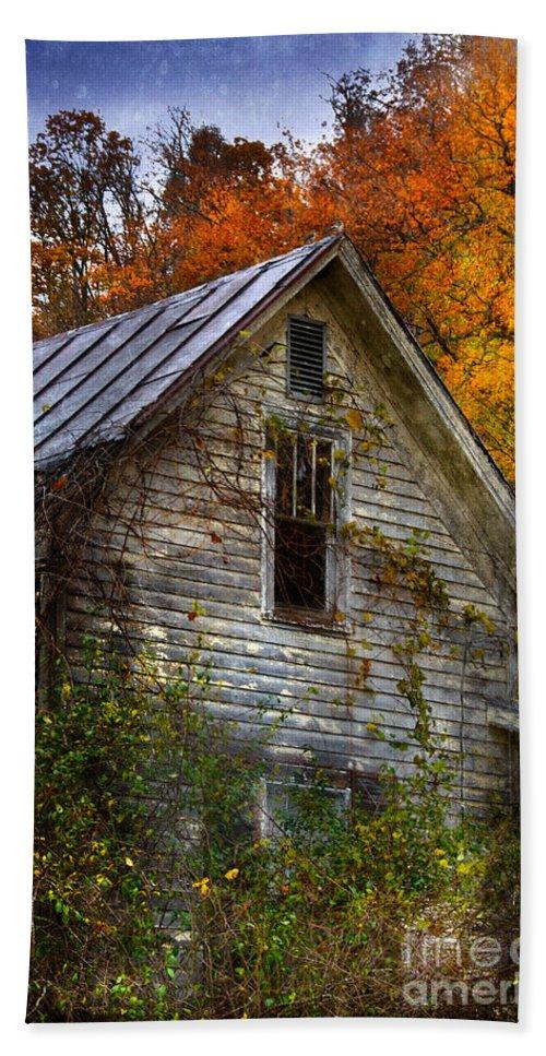 Farm Bath Sheet featuring the photograph Old Abandoned House In Fall by Jill Battaglia