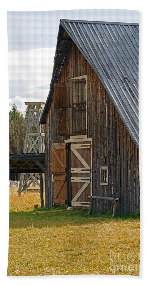 Old Barn Bath Sheet featuring the photograph Old Barn Doors by Randy Harris