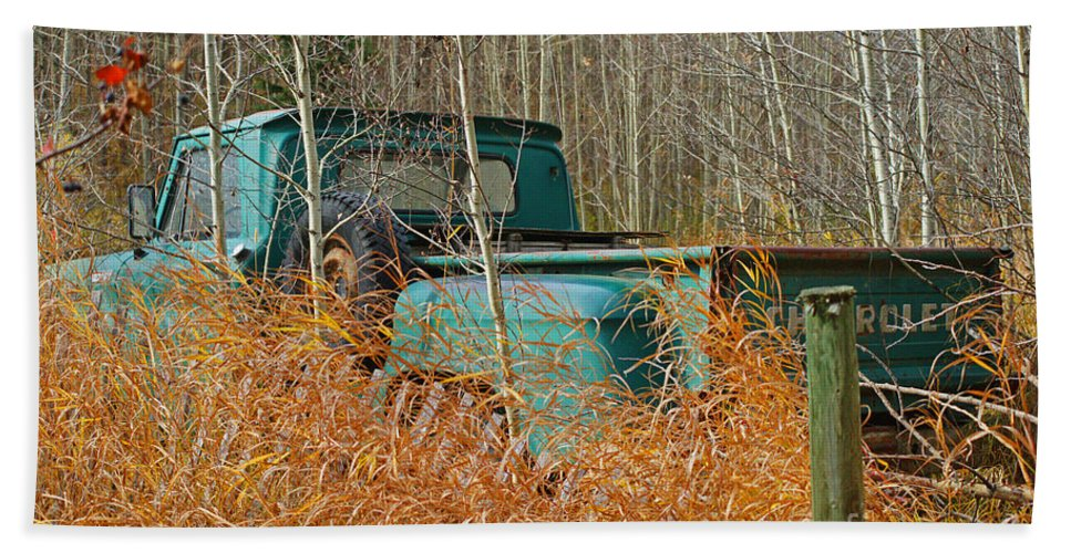 Old Truck Hand Towel featuring the photograph Old Chevy In The Field by Randy Harris