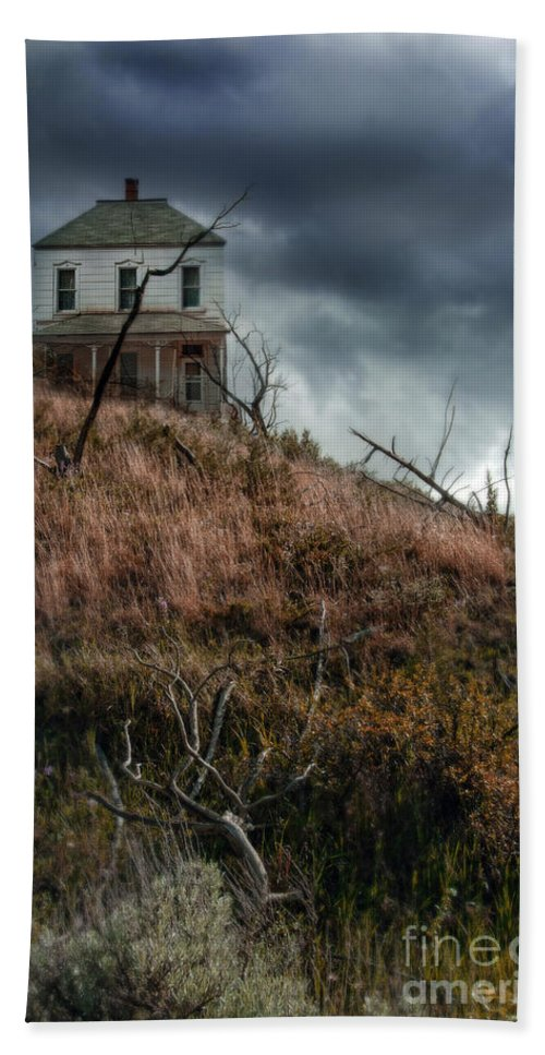 Abandoned Bath Sheet featuring the photograph Old Farmhouse With Stormy Sky by Jill Battaglia