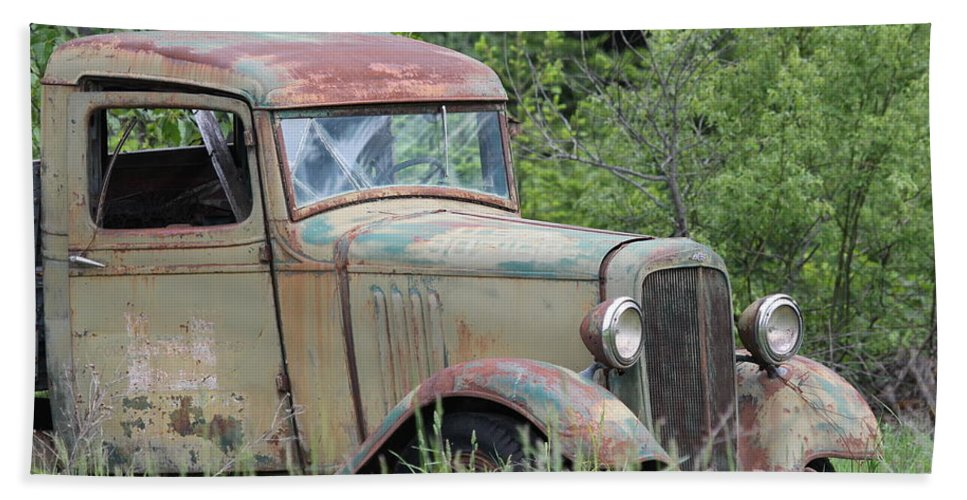 Pickup Hand Towel featuring the photograph Abandoned Truck In Field by Athena Mckinzie