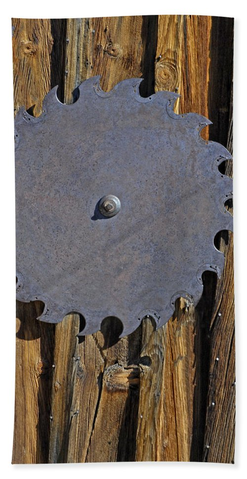 Sawblade Bath Sheet featuring the photograph Old Sawblade On Barnwood by Dave Mills