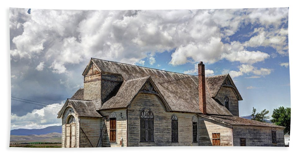 Historic Bath Sheet featuring the photograph Old Schoolhouse - Ovid - Idaho by Gary Whitton