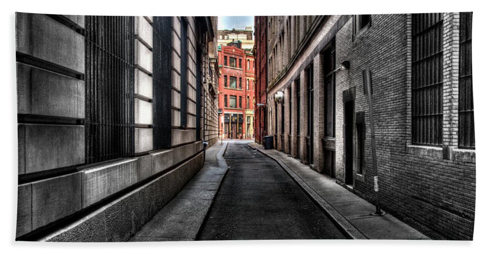 City Bath Sheet featuring the photograph Out Of The Alley by Mark Valentine