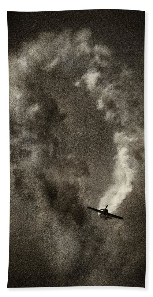 Planes Aviation. Air Show Bath Sheet featuring the photograph Out Of The Loop by Roger Wedegis