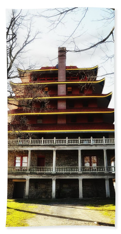 Pagoda Reading Pa. Hand Towel featuring the photograph Pagoda Reading Pa. by Bill Cannon