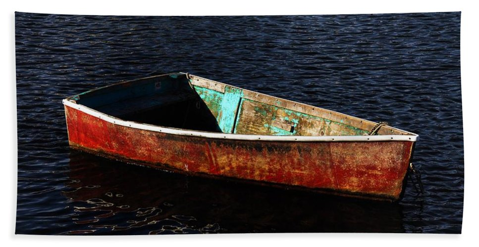 Rockport Bath Sheet featuring the photograph Painted Row Boat by Mark Valentine