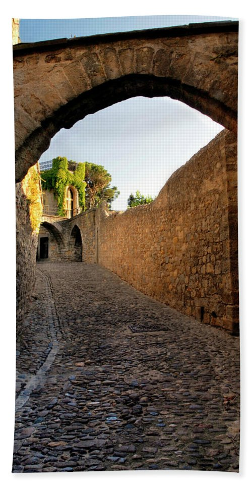 Gordes France Bath Sheet featuring the photograph Pathway Through Gordes France by Dave Mills