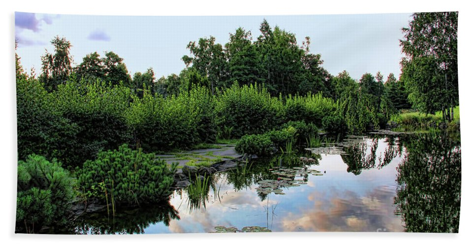 Serenity Hand Towel featuring the photograph Peaceful Garden by Mariola Bitner