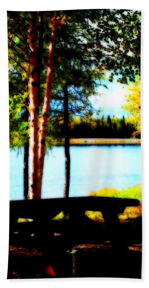 Water Hand Towel featuring the photograph Peaceful Picnic by Kathy Sampson