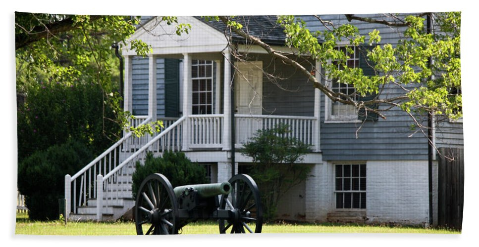 Appomattox Bath Sheet featuring the photograph Peers House And Cannon Appomattox Court House Virginia by Teresa Mucha