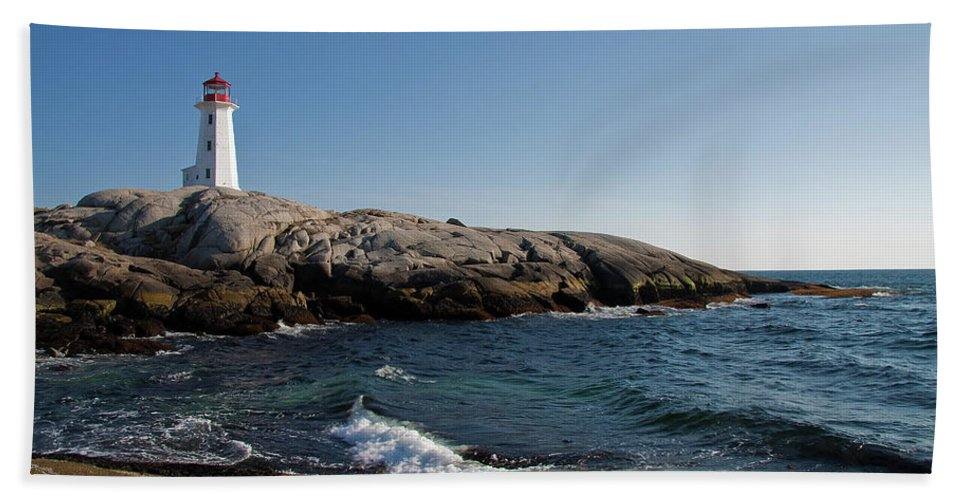 Lighthouse Bath Sheet featuring the photograph Peggy's Cove Light by Bill Lindsay