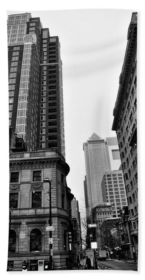 Philadelphia 18th And Walnut Street. Bath Sheet featuring the photograph Philadelphia 18th And Walnut Street. by Bill Cannon