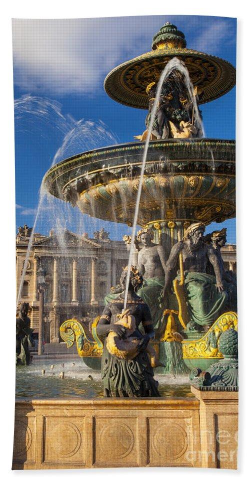 Architectural Bath Sheet featuring the photograph Place De La Concorde by Brian Jannsen