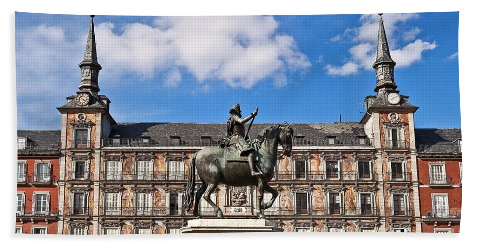Europe Bath Sheet featuring the photograph Plaza Mayor by John Greim