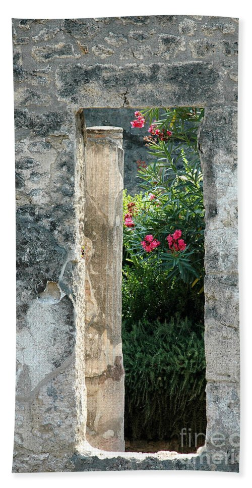 Pompeii Bath Sheet featuring the photograph Pompii Columns 1 Pompeii Italy by Mike Nellums