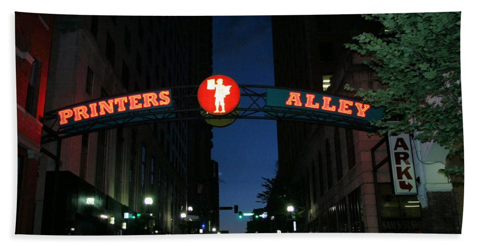 Printers Alley Hand Towel featuring the photograph Printers Alley In Nashville by Kristin Elmquist